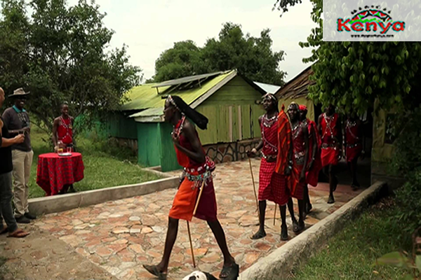 the-maasai-mara-safaris-kenyaman_walking