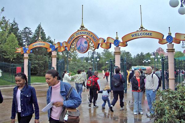 Entrance_of_Disneyland_Paris