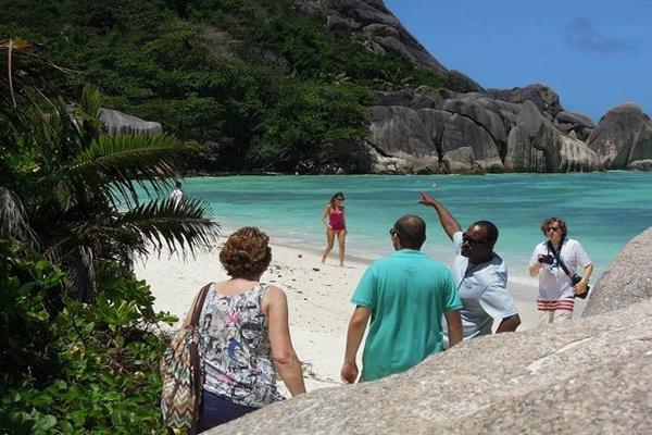 indigo-seychelles-boat