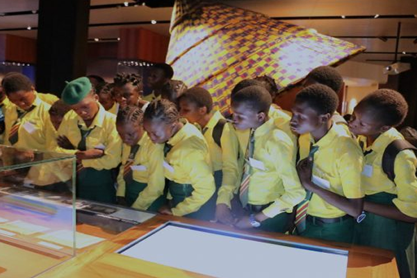 Students-on-a-tour-of-the-OOPL-Museum